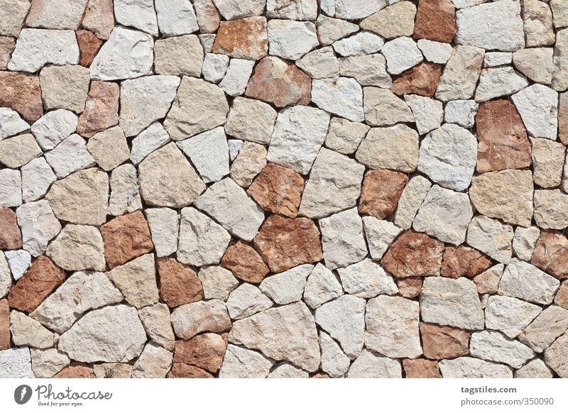 JUST ANOTHER BRICK IN THE WALL Menorca Wand Stein Steinwand Mauer Steinmauer Muster Strukturen & Formen Balearen Ferien & Urlaub & Reisen Postkarte
