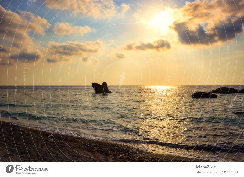 Wunderschöner Sonnenuntergang über dem Meer Himmel Sommer Abenddämmerung Reflexion & Spiegelung Natur Meereslandschaft MEER Ansicht Morgendämmerung