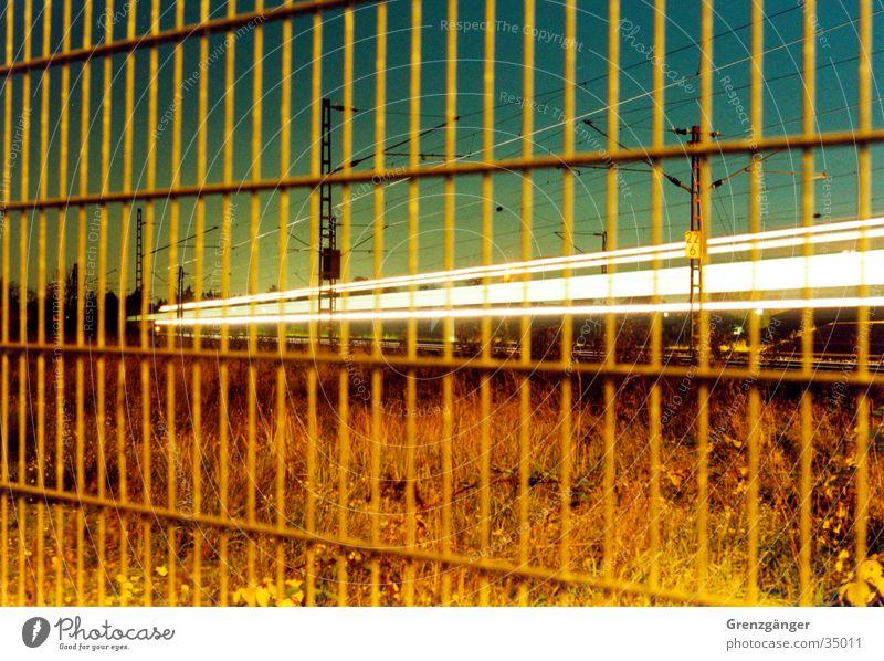 Zurück bleiben bitte Bewegung Verkehr Eisenbahn Geschwindigkeit S-Bahn