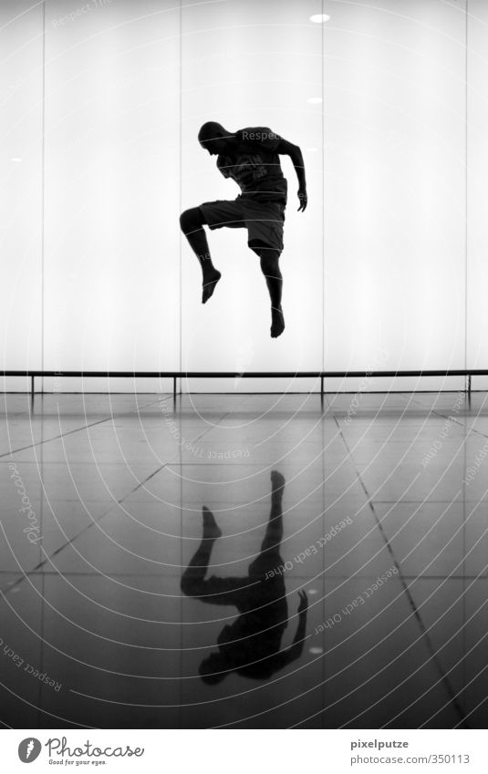 Yin und Yang Stil Sinnesorgane maskulin Körper 1 Mensch Fitness fliegen leuchten Selbstbeherrschung Spiegelbild Spiegelung Sprung Leicht Gegner Horizont