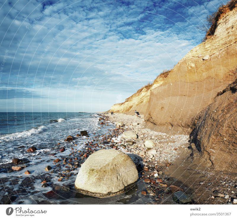 Blau und ocker Darß Strand Ostsee Küste Meer Himmel Natur Wasser Weststrand Fischland-Darß-Zingst Sonnenlicht Idylle steinig Steine Sand HimmelWolken blau