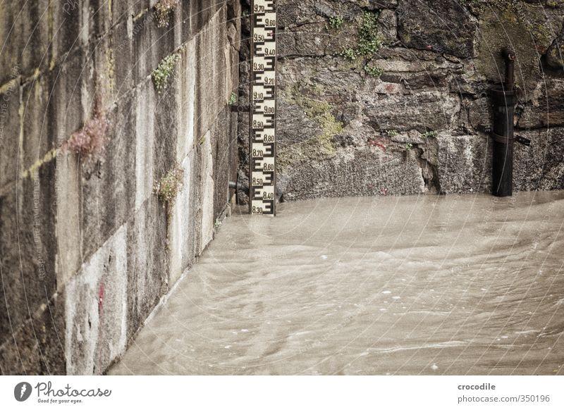 scheitelwert 1020cm Natur Wasser Haus Umwelt Mauer Regen Urelemente Fluss Unwetter Verzweiflung Respekt Anzeige schlechtes Wetter Entsetzen Promenade Hochwasser