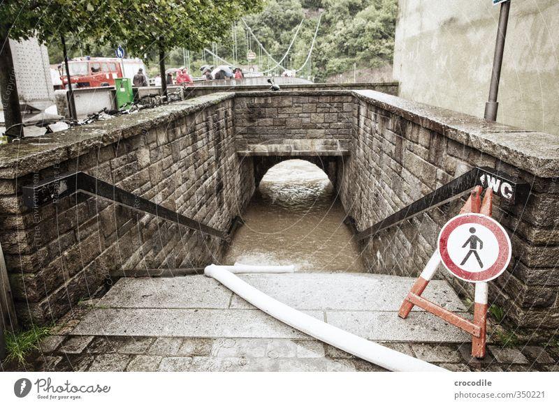 passau hochwasser 2013 -2 Natur Wasser Haus Umwelt Regen Treppe Urelemente Fluss Unwetter Verzweiflung Desaster Respekt Fußgänger Feuerwehrmann