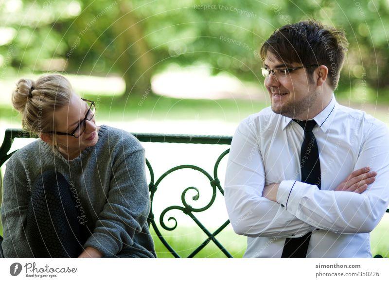 Verliebt Berufsausbildung Azubi Praktikum Studium Business Erfolg Sitzung sprechen Familie & Verwandtschaft Freundschaft Paar Partner Jugendliche 2 Mensch