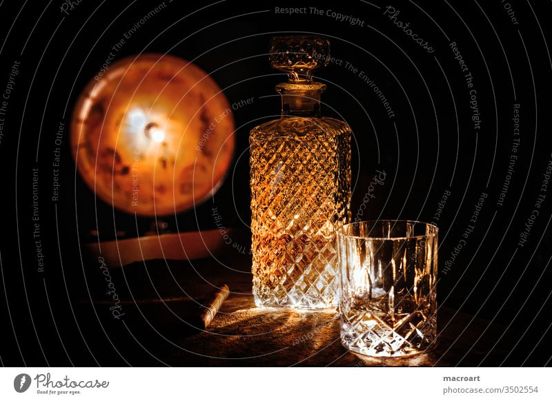 Whiskey wisky Whisky whiskygläser Glas kristallglas kristallgläser Alkohol alkoholisch Scotch Schottisch Single Malt sich[Akk] beugen Abendstimmung genuss