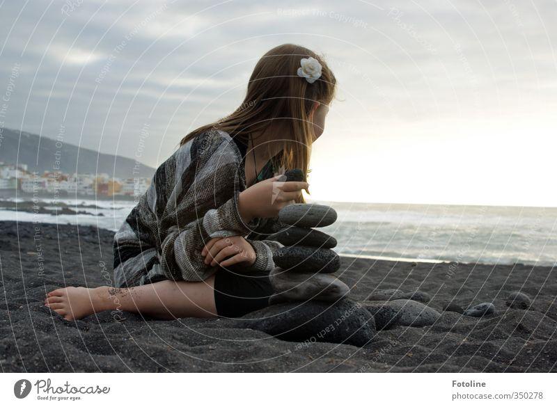 Mehr Meer!!! Mensch Kind Himmel Natur Wasser Sommer Hand Mädchen Landschaft Wolken Strand Umwelt feminin Küste Haare & Frisuren