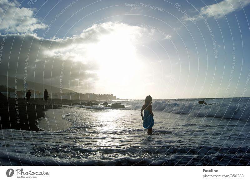 Pech für die Kuh Elsa | Voll erwischt Mensch feminin Kind Mädchen Kindheit Umwelt Landschaft Himmel Wolken Sonne Sonnenlicht Sommer Wellen Küste Strand Meer