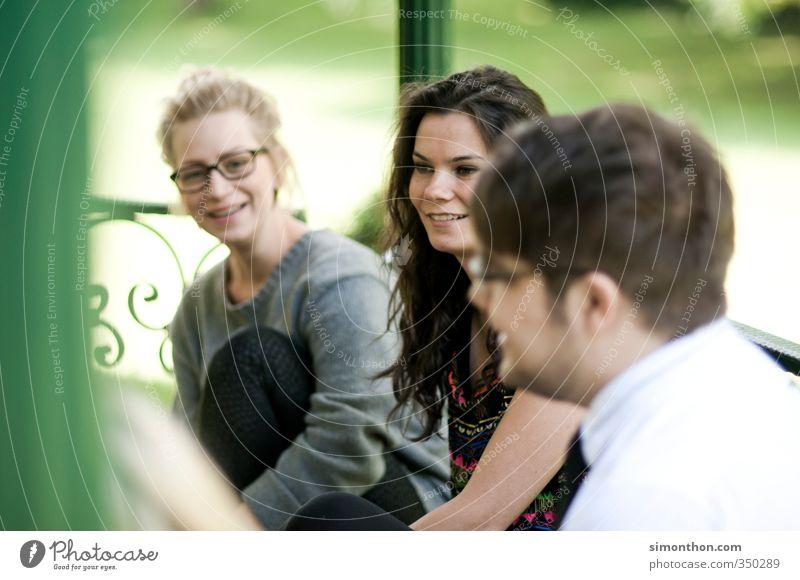 Pause Mensch Natur Jugendliche Freude Erholung Erwachsene Leben sprechen 18-30 Jahre Garten Freundschaft Business Freizeit & Hobby Erfolg Lifestyle Kommunizieren