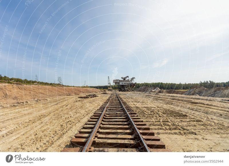 Alte Eisenbahn- und Eisenbahnbrücke, Schienen und Pfähle Brücke alt Himmel Landschaft reisen Transport Weg Spuren Verkehr Technik & Technologie Spalte