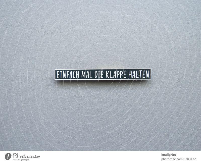 Einfach mal die Klappe halten schweigen Kommunizieren Ruhe sprechen ruhig zurückhalten Stille Farbfoto Gedeckte Farben Buchstaben Wort Schriftzeichen Sprache