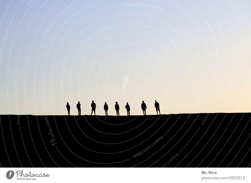 8 Personen Silhouette Schatten Profil Sonnenuntergang Himmel Licht Gegenlicht Dämmerung Abend Kontrast Acht warten stehen ruhig Zusammensein Sympathie
