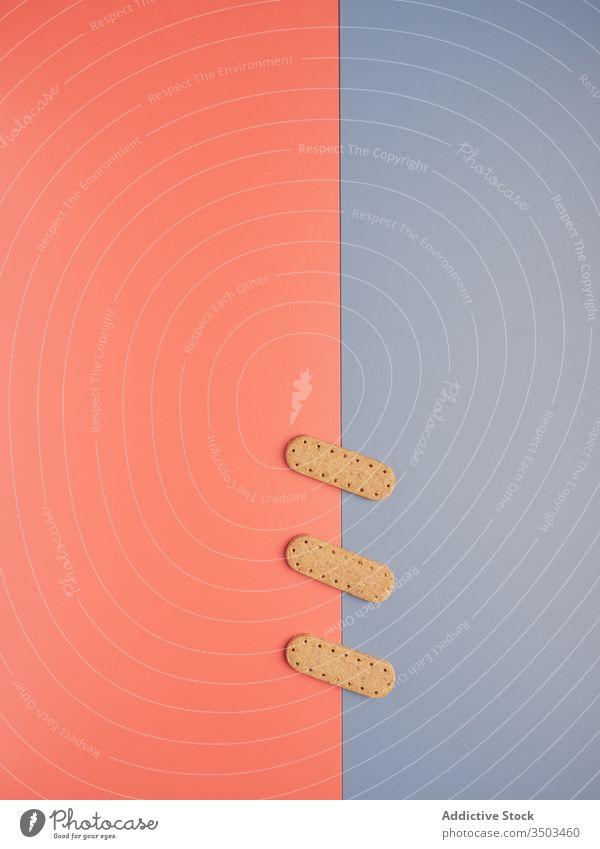 Reihe von leckeren knusprigen Keksen frisch Dessert Konzept Fleck Linie Knusprig Form Hintergrund Gebäck Mahlzeit Formular Biskuit süß Snack Zucker Ordnung