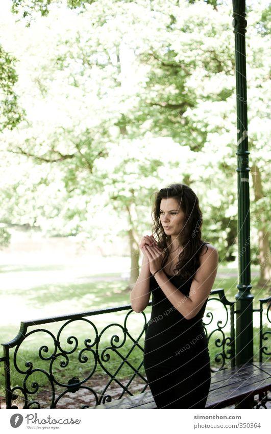 Park Leben harmonisch Wohlgefühl Sinnesorgane Erholung ruhig Meditation Duft Garten feminin 1 Mensch 18-30 Jahre Jugendliche Erwachsene Natur Zufriedenheit