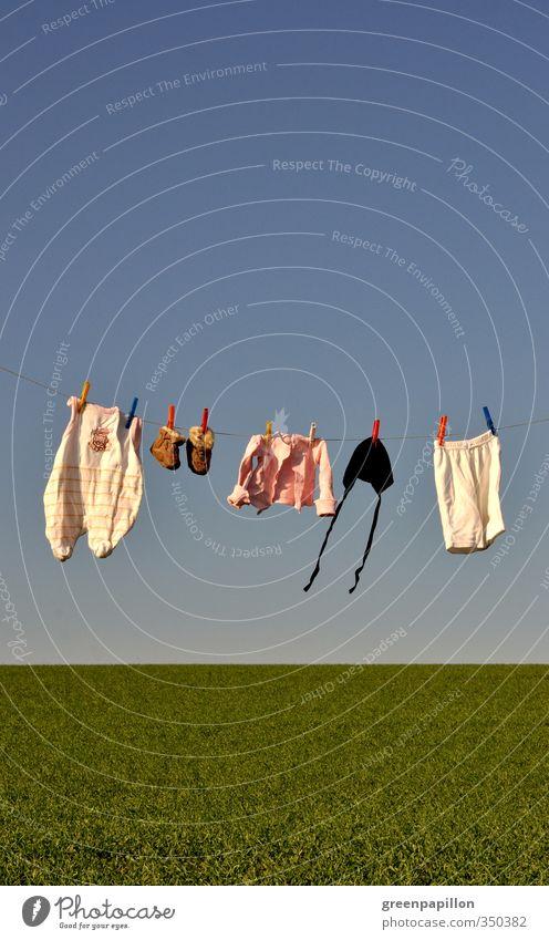 Baby - Wäscheleine Kindheit Mode Bekleidung Hose Hausschuhe Mütze hängen Leben Babybekleidung Geburt Strampler Body Wäsche waschen aufhängen erhängen Teddybär