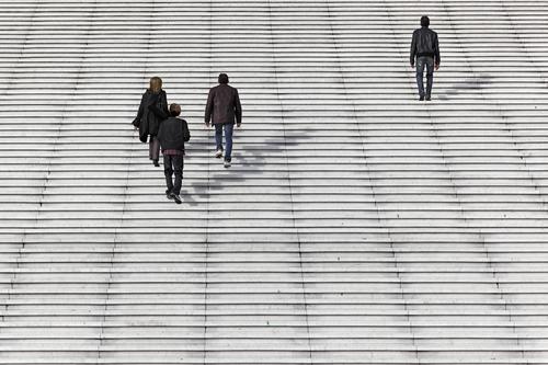 Auf den Weg zur Arbeit Menschen Büroangestellte Treppe Treppenstufen Aufgang La Défence Paris Frankreich Europa Bankenviertel Hochhaus Hochhausviertel