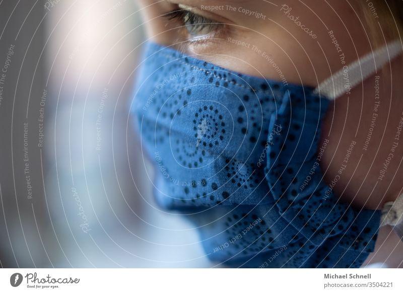 Junge mit Maskenschutz (Mund- und Nasenschutz gegen Viren / Corona) coronavirus Coronavirus Krankheit Virus Gesundheit Infektion Corona-Virus Infektionsgefahr