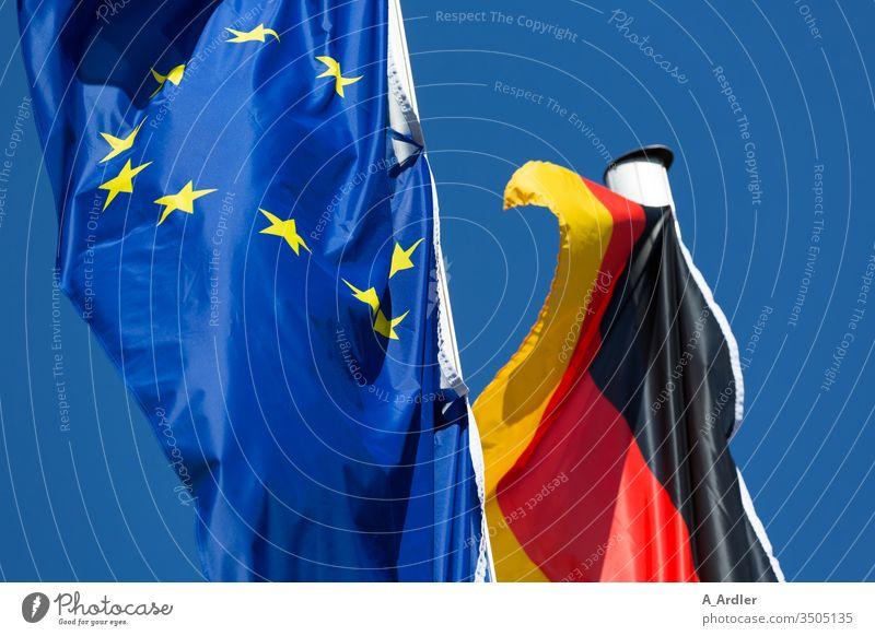 Fahnen von Europa und Deutschland Fahnenmaste Fahnenstangen Schwachhausen Politik & Staat Symbole & Metaphern Himmel Textfreiraum Menschenleer wehen Freiheit