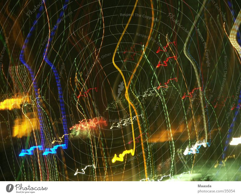 coulorful lights on black nightsky grün blau schwarz gelb Beleuchtung orange Feuerwerk schemenhaft