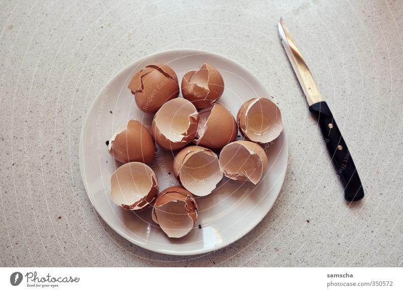 Eier zum Frühstück Gesunde Ernährung Essen Gesundheit natürlich Lebensmittel leer kaputt Fitness Küche Teller gebrochen Sport-Training Messer