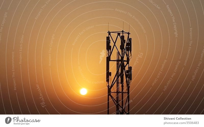 Fernmeldeturm in Indien zu den schönen Morgenstunden. Antenne Hintergrund Landschaft blau Ausstrahlung Rundfunksendung Business Wolken Mitteilung digital Gerät