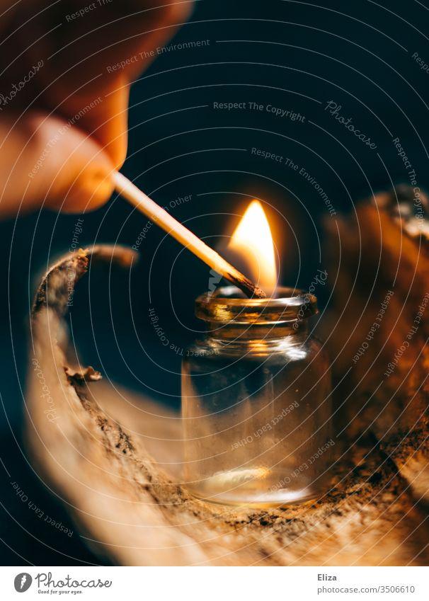 Streichholzexperimente Flamme Glasfläschchen Fläschchen brennen konservieren Holz stimmungsvoll anzünden Brand Feuer Wärme zündeln