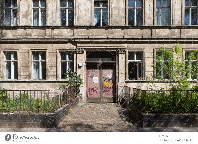Pankow Berlin Altbau Menschenleer Hauptstadt Außenaufnahme Stadt Haus Fenster Farbfoto Fassade Altstadt Tag Architektur