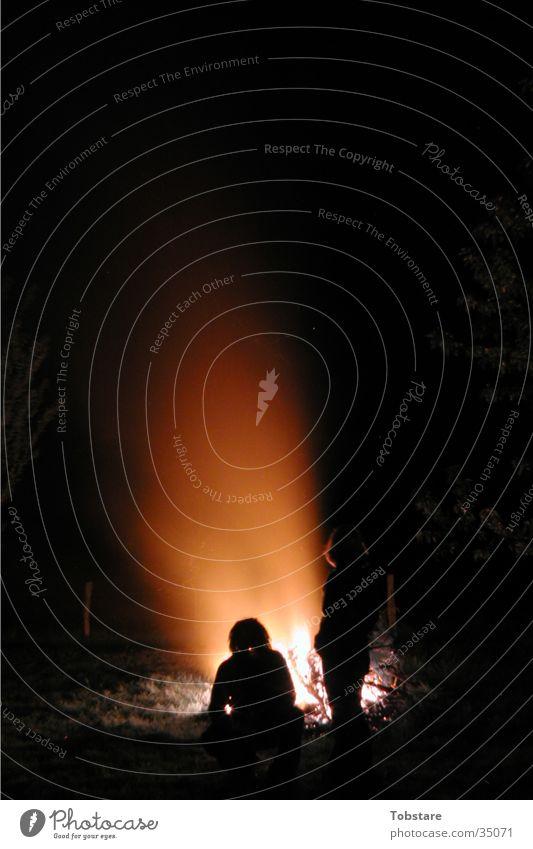 lagerfeuer Nacht dunkel Fototechnik Brand Lager Feuerstelle Mensch Funken