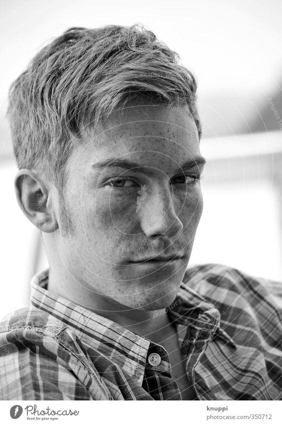Sommerportrait Mensch Mann Jugendliche weiß schwarz Erwachsene Gesicht Junger Mann Auge 18-30 Jahre Leben Haare & Frisuren grau Kopf Mode Freundschaft