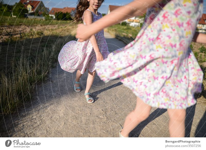 Two sisters play games Außenaufnahme Natur Tag sonne kleid girl summer playtime