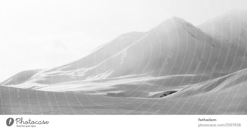 Schneebedeckter Berg Berge u. Gebirge weiß Winter Landschaft Winterurlaub Natur Umwelt Schneebedeckte Gipfel Alpen Karpaten Kaukasus Georgien