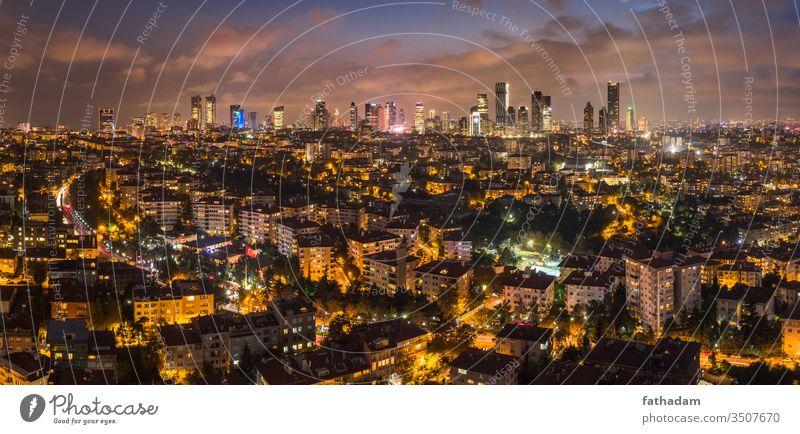 Das moderne Istanbul bei Sonnenuntergang mit Wolkenkratzern Stadtbild Großstadt moderne Stadt Truthahn urban Wahrzeichen Panorama Stadtbeleuchtung Business