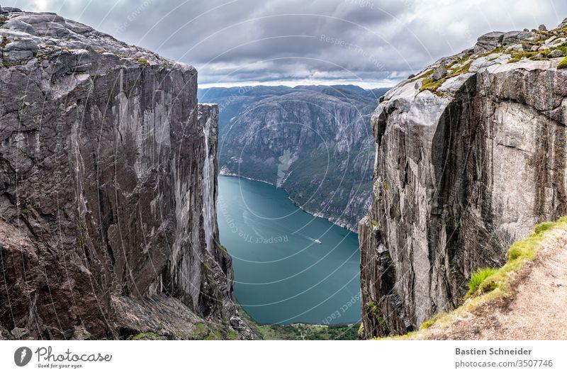 Der wundervolle Kjerag am Lysebotn in Norwegen Tag klippe kjerag urlaub Erholung schwarz Europa Skandinavien Norwegenurlaub Fjord Luft Wasser Himmel Wolken
