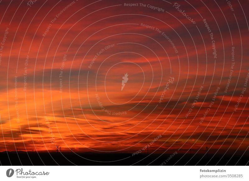 roter leuchtender Abend Himmel Roter Himmel abendhimmel Sonnenuntergangshimmel Sonnenuntergangsstimmung Apokalypse Horizont Wolken Abenddämmerung Landschaft