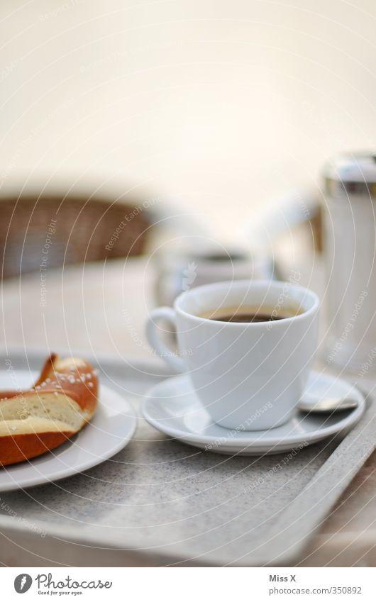 Frühstück in Ulm Lebensmittel Ernährung Getränk Kaffee heiß lecker Café Frühstück Geschirr Restaurant Tasse Teller Brötchen Backwaren Teigwaren ausgehen