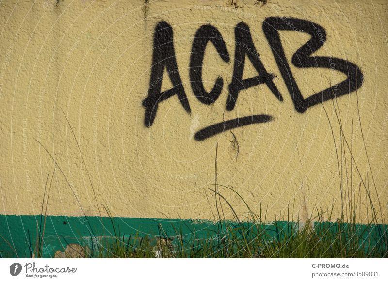 Schriftzug ACAB als Graffiti an der Wand All cops are bastards A.C.A.B. Polizei antifa acab