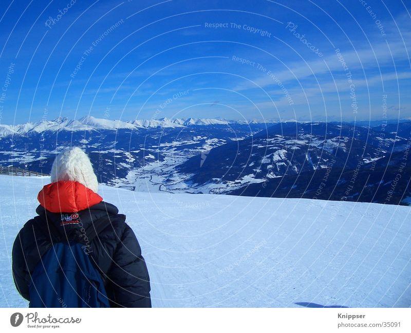 Person vor Bergpanorama Panorama (Aussicht) rot Berge u. Gebirge Landschaft Schnee Himmel blau groß