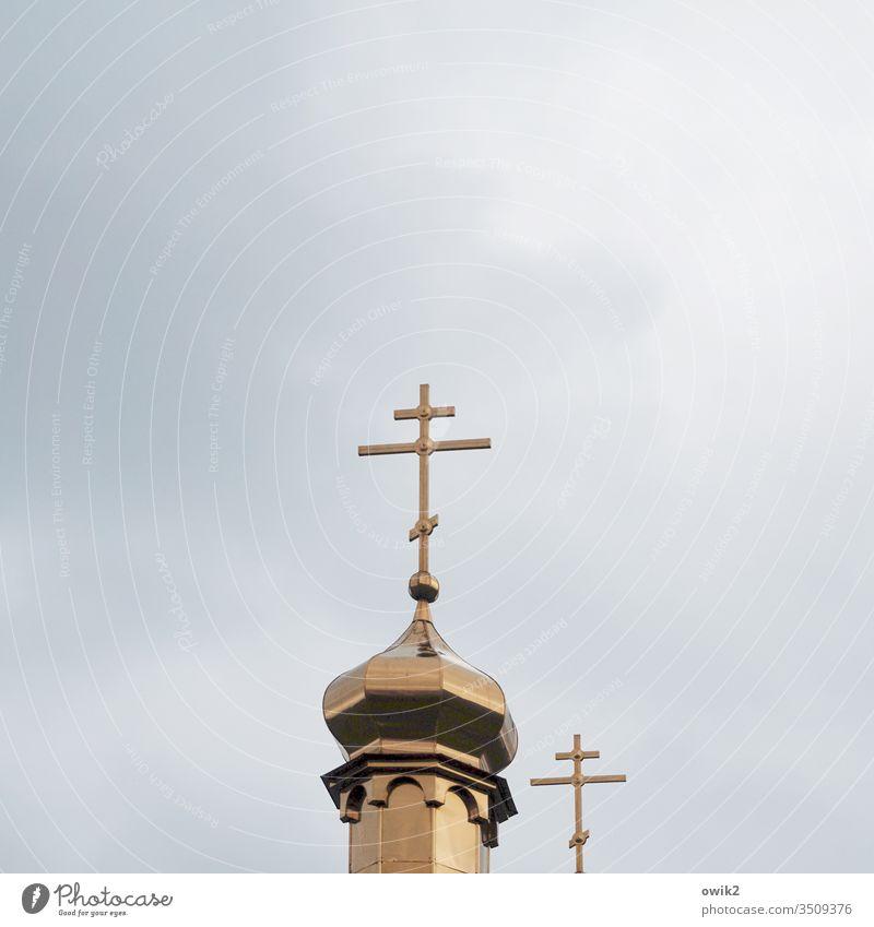 Zwei Kreuze Kirchturm Orthodoxie Orthodoxe Kirche Christentum Christliches Kreuz oben hoch metall gold identisch zwei Signal Glaubenszeichen Berlin