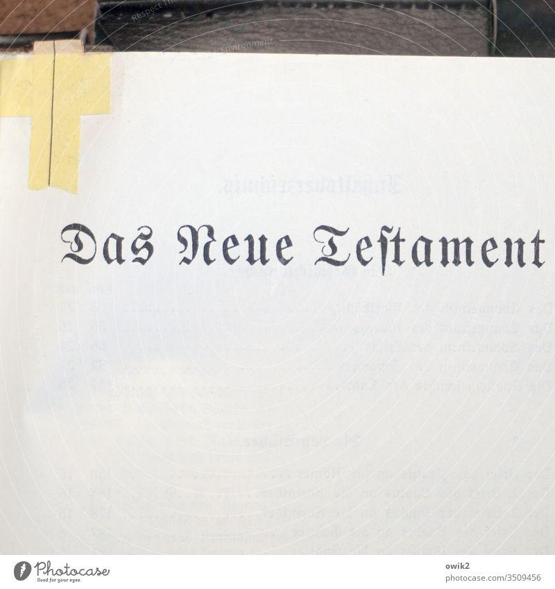 Glaubenssache Buch alt Bibel Neues Testament Schriftzug Schriftzeichen Buchstaben Fraktur Frakturschrift Druckbuchstaben schadhaft Notbehelf Pflaster Norlösung
