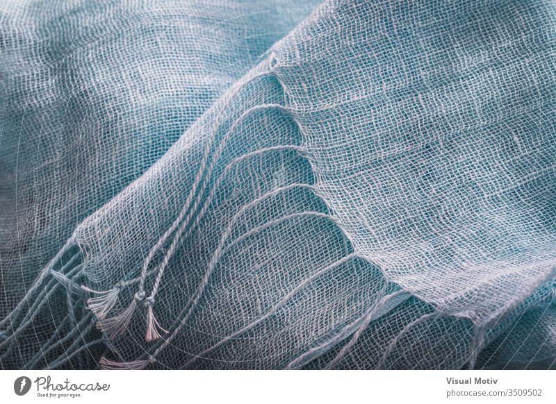 Zierfransen eines blauen Baumwollschals Gewebe Textur Schal Industrie texturiert Mode Hintergrund Oberfläche Design abstrakt Nahaufnahme niemand Detailaufnahme