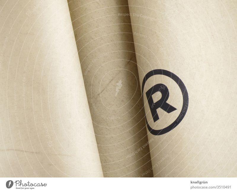 Registered Trade Mark eingetragene Handelsmarke Warenzeichen geschützt Recht Schutz Buchstabe R Buchstaben Typographie Sonnenschirm Großbuchstabe Schriftzeichen