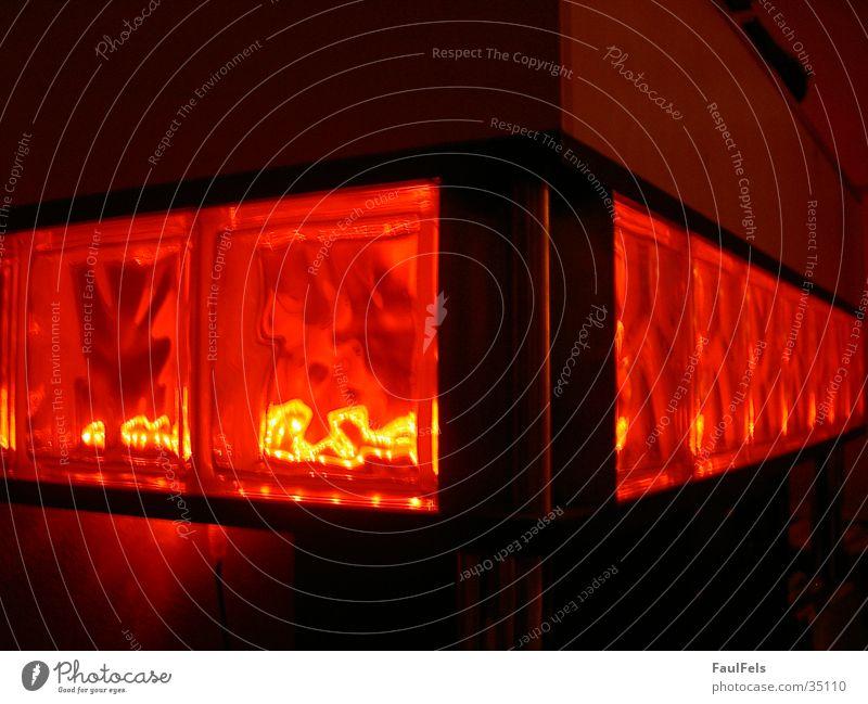 Redcubes rot Stein Beleuchtung Glas obskur Glasbaustein