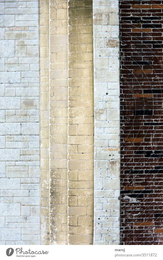 Durchgang gemauert,  mit verschiedenen Kanten und Farben Wand Stein Steinmauer Gedeckte Farben Fassade Strukturen & Formen Muster abstrakt Gebäude Architektur