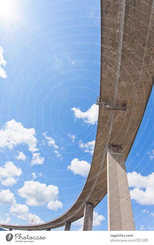 KÖHLBRANDBRÜCKE Ferien & Urlaub & Reisen Stadt Wolken Straße Reisefotografie Deutschland Tourismus Stadtleben Hamburg Brücke Postkarte Säule Bogen Blauer Himmel