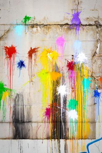 Bunte Farbklekse Farbe bunt mehrfarbig bunt gemischt Graffiti Protest grün blau Farbbeutel werfen Vandalismus