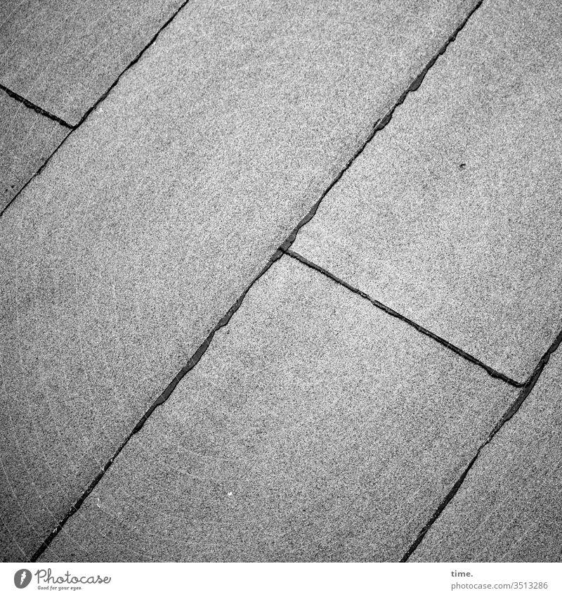 Flachdach oberfläche altbau linien grau stimmung inspiration damals früher dachpappe flachdach schweißnaht bitumen parallel diagonal sicherheit schutz abdeckung