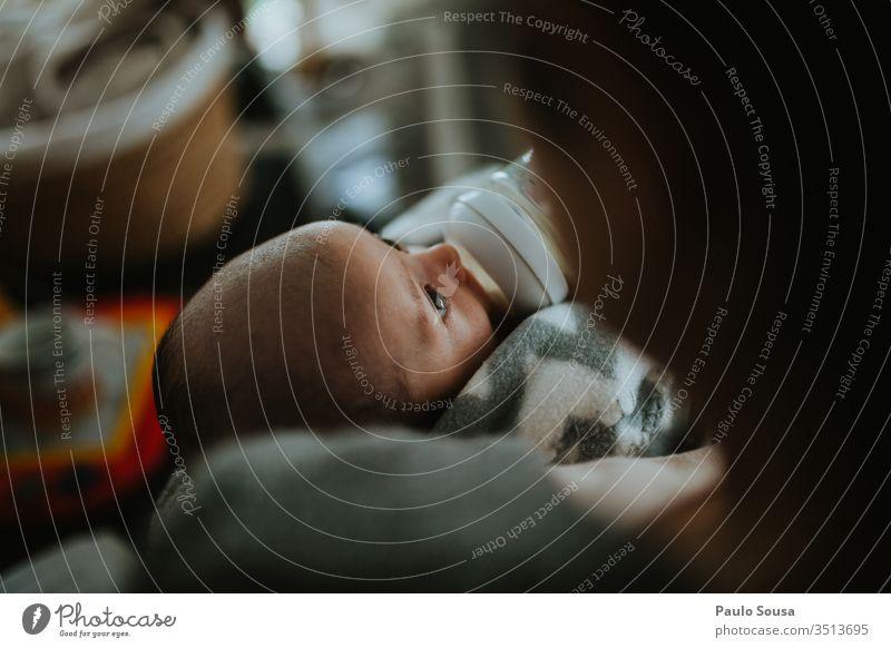 Mutter Flaschennahrung für Neugeborene Futter Futterplatz füttern Fressen Farbfoto Juhu Mutterschaft Säuglingsalter Lifestyle heimwärts Liebe 0-12 Monate