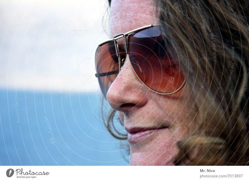 Lieblingsmensch I mit Sonnenbrille Porträt Frau Gesicht Haare & Frisuren schön Blick Kopf Gesichtsausdruck Nase Mund Lippen Sommersprossen natürlich Ausdruck