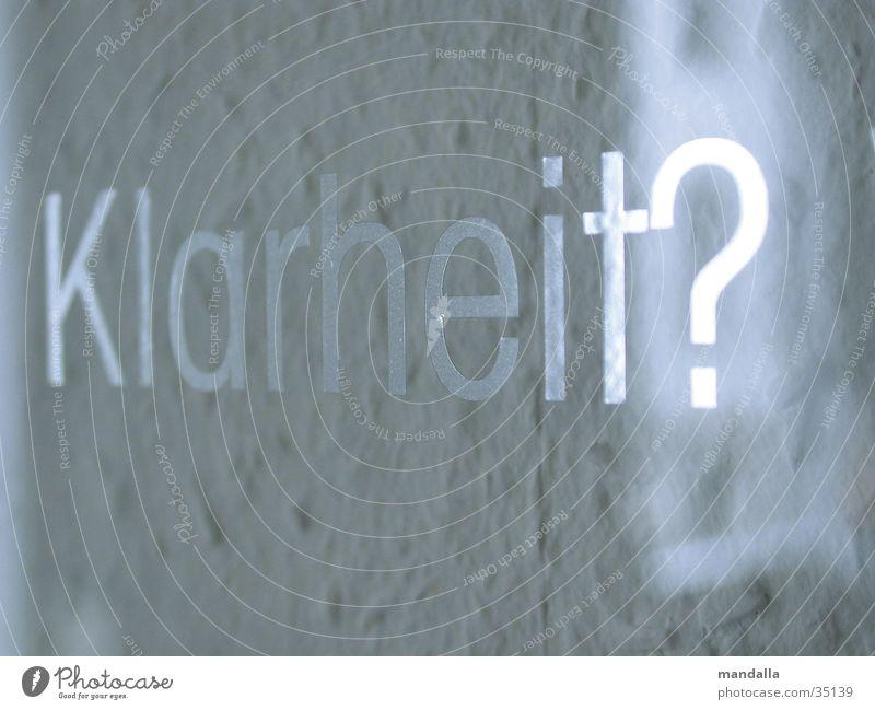 Klarheit Wort Glasscheibe Fenster Licht Fragen Tapete weiß Reflexion & Spiegelung Typographie Buchstaben Fototechnik Detailaufnahme Redewendung silber