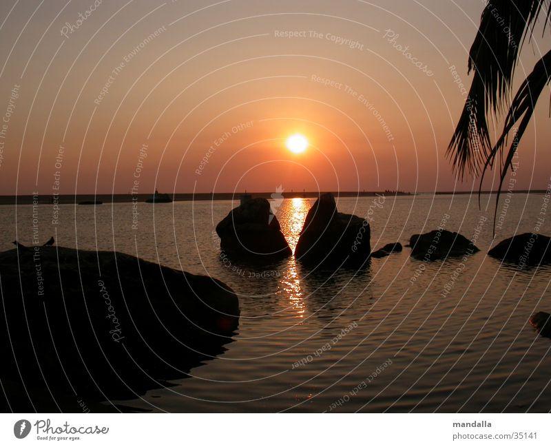 Sunset Kerala II Sonnenuntergang Horizont Symmetrie 2 Meer Strand ruhig Los Angeles Felsen Wasser Fluss Schatten Silhouette