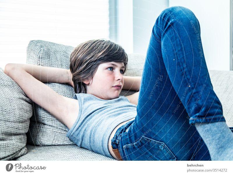 wo ist die zeit geblieben... lange Haare Cool Coolness Sonnenlicht Porträt Kontrast Licht Tag Gesicht Kindheit Kopf Familie & Verwandtschaft Junge aufmerksam